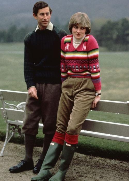 Tháng 5/1981: Diana và Charles tại kỳ nghỉ ở Scotland, hai tháng trước khi cặp đôi tổ chức đám cưới.