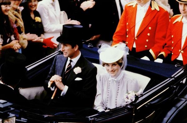 Tháng 6/1981: Sự kiện đua ngựa hoàng gia (Royal Ascot) đầu tiên của Diana.