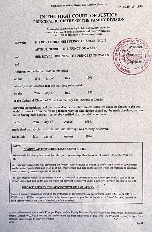 15/7/1996: Cuộc hôn nhân 15 năm của Diana và Charles kết thúc khi hai người hoàn tất thủ tục ly hôn. Danh hiệu Vương phi của Diana bị tước bỏ và Charles đề nghị vợ cũkhông nêntái hôn vội.