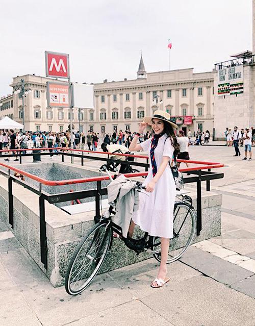 Tường Linh chẳng khác gì cô tiểu thư quý tộc trên đường phố châu Âu.