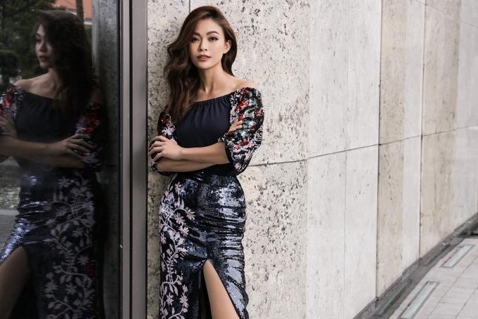 <p> Mâu Thủy xuất thân là quán quân chương trình truyền hình thực tế Việt Nam's Next Top Model, từng sải bước trên nhiều sàn runway quốc tế như New York Fashion Week, New York Couture Fashion Week... Thần thái chuẩn model của cô nhận được nhiều lời đánh giá tích cực.</p>