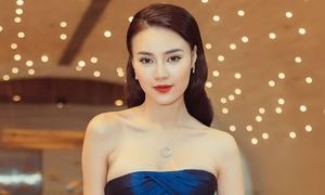 Lan Ngọc đeo trang sức 300 triệu đồng, khoe xương quai xanh sexy