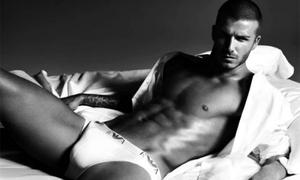 David Beckham thừa nhận 'nhồi tất dưới quần lót' để chụp ảnh nội y