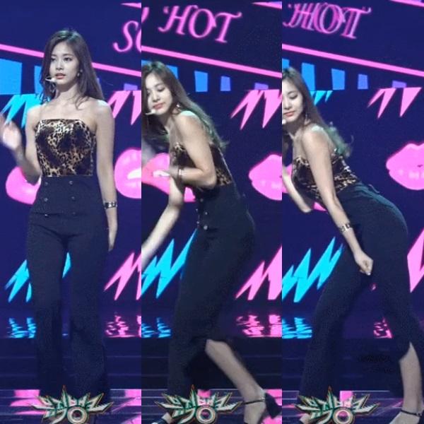 Khi stylist của Twice không thể quyết định được sẽ tạo nên một chiếc quần hay váy, và thế là Tzuyu được diện một chiếc quần ống loe xẻ tà khá kỳ cục.
