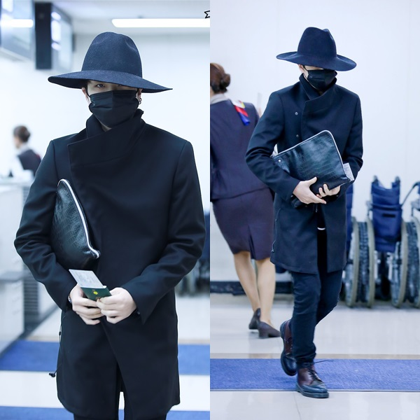 Young Jae (Got7) trông có vẻ bí ẩn, sành điệutrong bộ trang phục màu đen đầu đến chân. Tuy nhiên nếu ai đó trong số chúng ta mặc như vậy đến sân bay, nguy cơ bị an ninh giữ lại là rất cao.