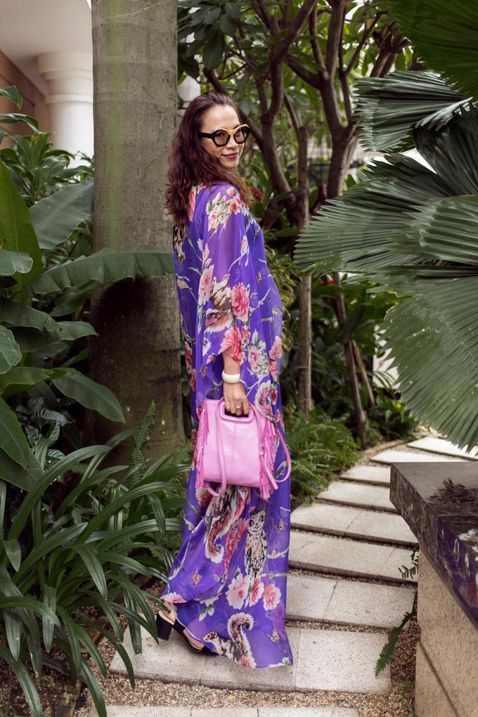 <p> Hoa hậu Việt Nam 1998 Ngọc Khánh diện sắc tím phối hồng, cũng là một cách chơi màu neon táo bạo.</p>