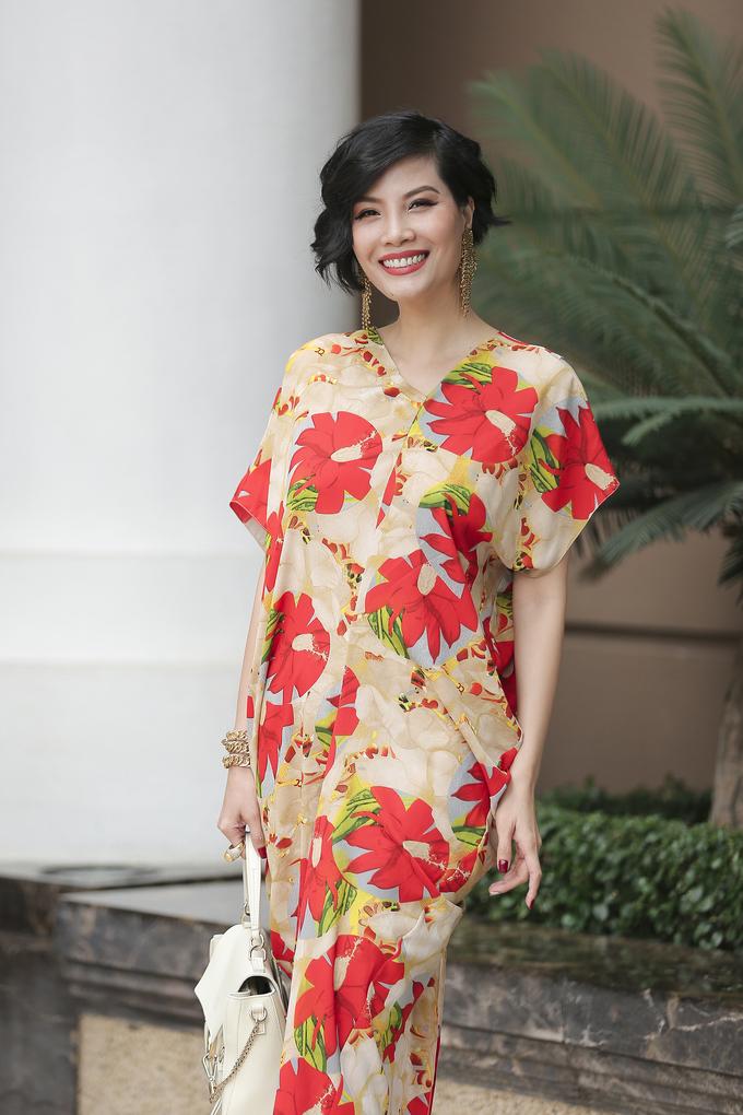 <p> Vũ Cẩm Nhung từng là siêu mẫu thế hệ đầu trong nước. Khi sự nghiệp đang thăng hoa, cô từ bỏ sàn catwalk và những vai diễn điện ảnh để lấy chồng và kinh doanh.</p>