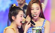 Cùng kiểu mừng cúp, Twice gây sốt còn Red Velvet nhận đủ 'gạch đá'