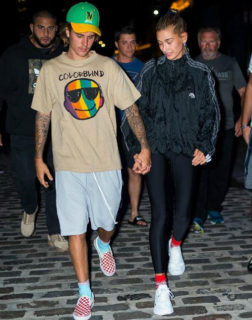 Justin và Hailey tay trong tay trên đường phố New York ngày 13/8 vừa qua.
