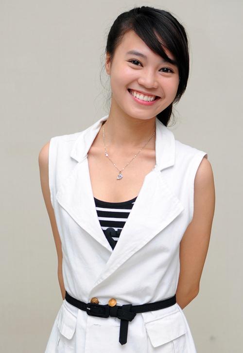 Lan Ngọc bắt đầu vào nghề từ 8 năm trước. Thời điểm này, cô vẫn là một nàng sinh viên có vẻ ngoài khá giản dị, mộc mạc, hầu như không biết cách làm đẹp. Lan Ngọc được khen dễ mến với gương mặt bầu bĩnh, nụ cười rạng rỡ.