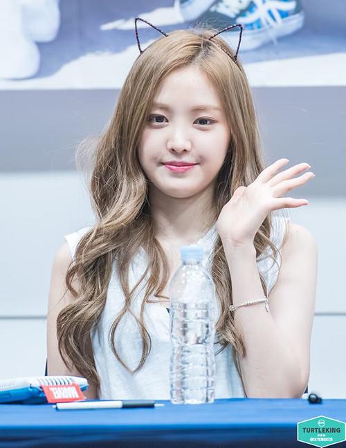 3 màu tóc nâu của idol Hàn giúp da sáng bừng không cần đánh phấn - 3
