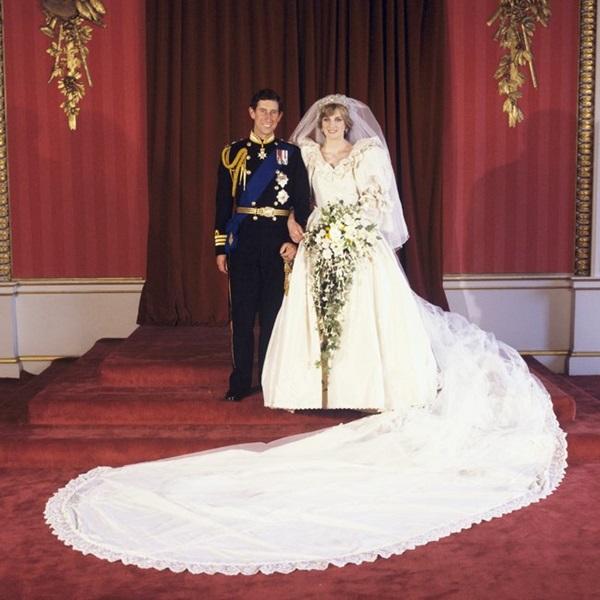 Chiếc váy cưới đi vào huyền thoại của Công nương Diana.