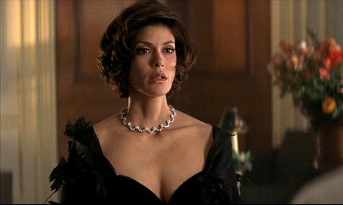 Nàng 'Bond girl' phải hạn chế cảnh yêu đương với điệp viên 007 vì mang bầu