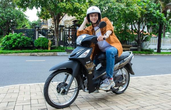 Hiền Hồ, Kar Nguyễn lượn phố cùng SYM 50cc - 6