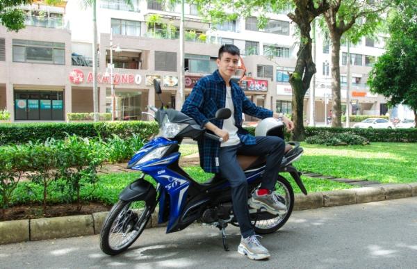 Hiền Hồ, Kar Nguyễn lượn phố cùng SYM 50cc - 2