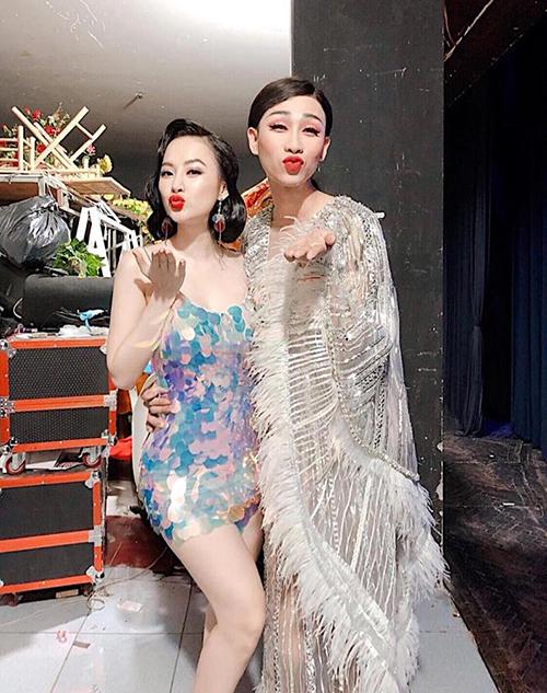 Giả gái, Hải Triều được khen quyến rũ như chị em với Angela Phương Trinh.