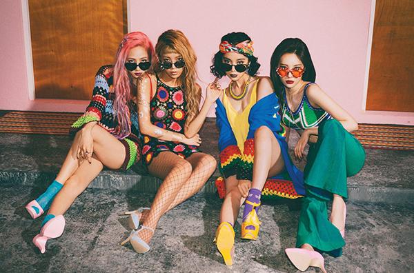 Phong cách retro tập trung vào các màu sắc tươi sáng, phụ kiện độc đáo trong khi boho lại mang đến cảm giác sexy trong các trang phục mềm mại.  Why So Lonely  Wonder Girls