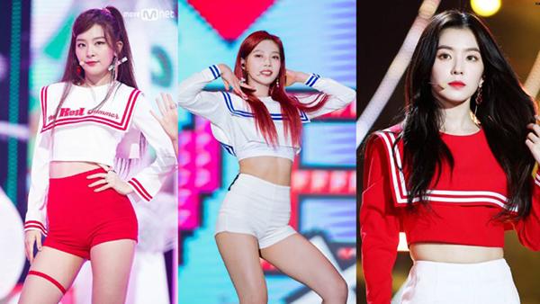Red Velvet diện bộ trang phục thủy thủ cả trong MV và tại các sân khấu biểu diễn trực tiếp: đơn giản, sang trọng và không kém phần cá tính.
