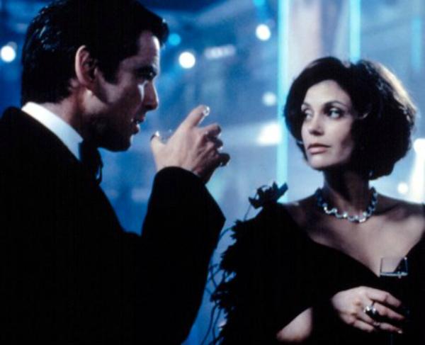 Nàng Bond Girl lạnh nhạt với 007 vì mang bầu.
