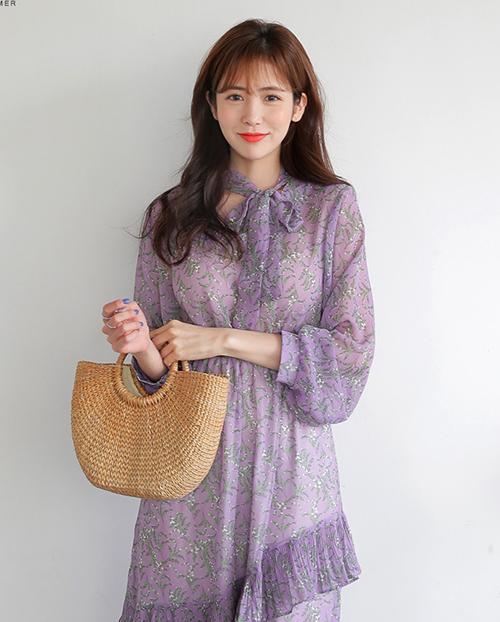 Các chất liệu mềm mỏng, nhẹ nhàng như voan, ren rất thích hợp với kiểu váy này.