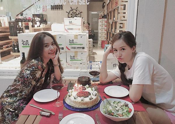 Hoàng Thùy Linh tổ chức sinh nhật giản dị cho cô bạn thân Mai Phương Thúy.