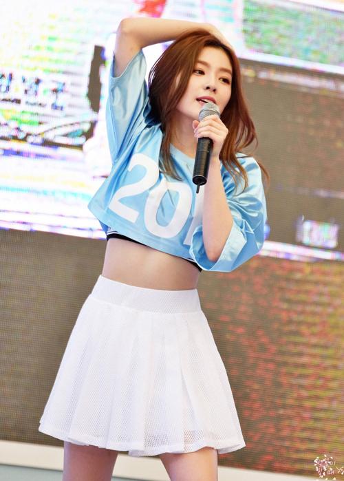 Khi Irene nhảy, fan không thể nào thôi nhìn vào body hấp dẫn của cô nàng.