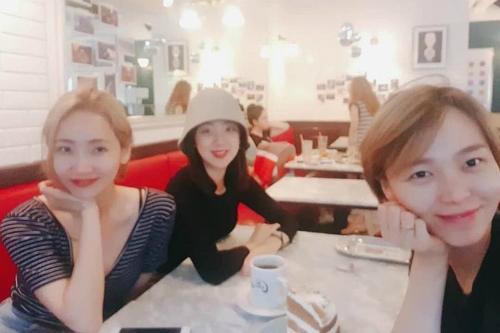 Ye Eun, Hye Rim và Sun Ye.
