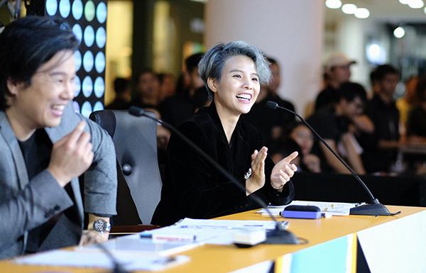 Vòng 2 Thử thách và Gặp gỡ BGK của cuộc thi tìm kiếm VJ của Billboard Vietnam diễn ra ngày 18/8 ở TP HCM. Các thí sinh sẽ phải đối mặt với các nhân vật quyền lực như ca sĩ Thanh Bùi, Vũ Cát Tường, MC Thùy Minh và trải qua các thử thách để được chọn đi tiếp.