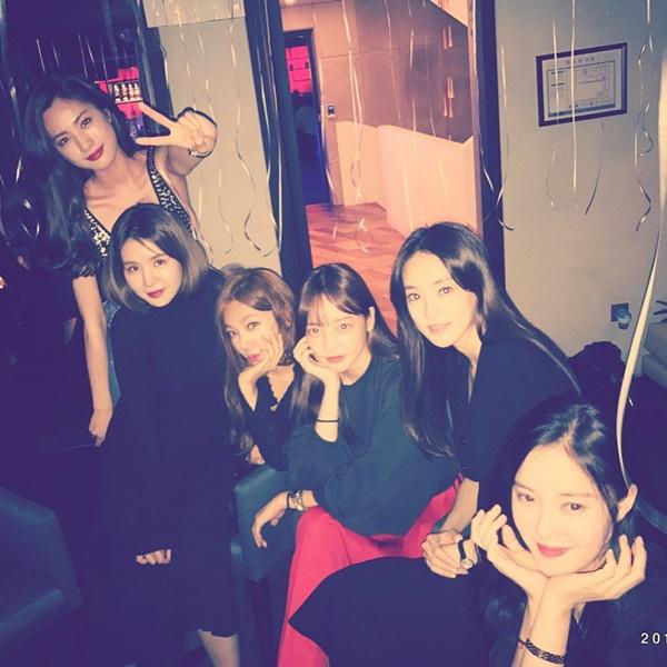 Các cô gái hội ngộ mừng sinh nhật Nana.