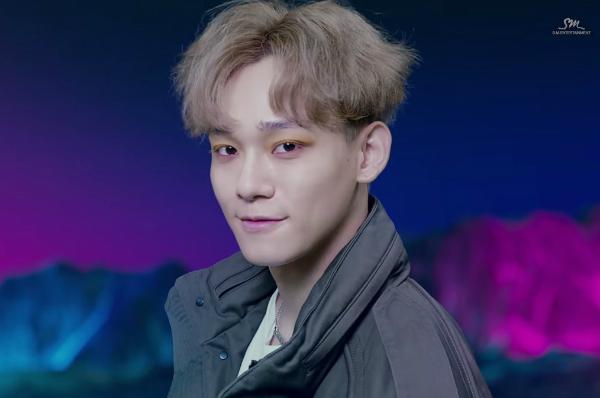 Nhắc đến những khoảnh khắc lộng lẫy của EXO, sao có thể bỏ qua Power? MV này tràn ngập những phong cách makeup và thời trang mà chúng ta không thể bỏ qua. Mí mắt điểm nhũ của Xiumin đi cùng đường eyeliner màu xanh, mái tóc màu xanh pastel kết hợp với cặp mắt tím - đỏ của Chanyeol, phấn mắt màu hồng vàng của Chen, sticker ánh kim trên mặt Kai, đuôi mắt hình đôi cánh một bên mặt Sehun, mí mắt xanh lấp lánh của Suho, băng đá bên ngoài khóe mắt Baekhyun, đường kẻ mắt tinh tế của D.O, tất cả đều thật tuyệt vời, và càng hoàn hảo hơn khi chúng được tập hợp lại trong cùng một tác phẩm nghệ thuật.