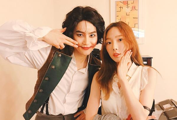 Tae Yeon đi xem Su Ho (EXO) đóng nhạc kịch, chụp ảnh đôi dễ thương.