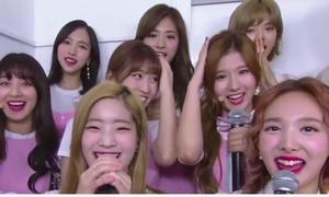 Tình huống dở khóc dở cười khi idol Hàn lỡ tay đánh đồng đội