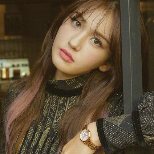 Có lẽ JYP chưa muốn ra mắt nhóm nữ mới trong thời gian tới nên Somi mới từ bỏ công ty.