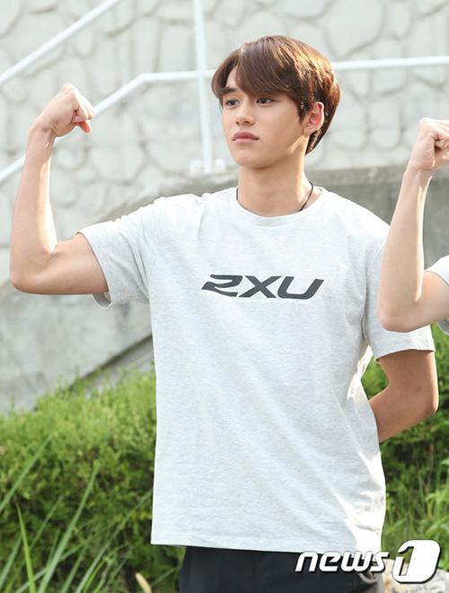 Lucas có khuôn mặt đẹp, thân hình cơ bắp và tính cách nhiều muối nhất NCT.