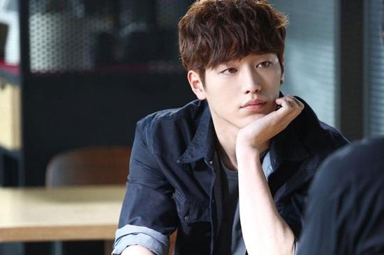 Bạn biết gì về chàng robot điển trai Seo Kang Joon? - 2