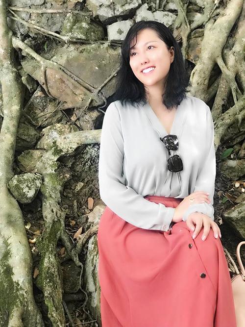Phi Thanh Vân gây bất ngờ với hình ảnh kín đáo, thùy mị khác hẳn thường lệ.