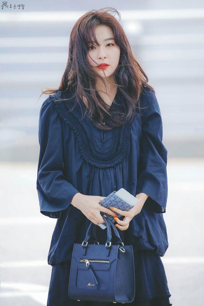 <p> Trong lần comeback mới nhất, Seul Gi được đánh giá là thành viên thể hiện tốt nhất trên sân khấu. Nữ ca sĩ có hình thể đẹp, cơ bụng gợi cảm, hát live ổn và nhảy nhiệt tình. Seul Gi nhận nhiều lời khen ngợi với gu thời trang sân bay đẹp và chất. Thành viên Red Velvet đứng đầu bảng xếp hạng tháng 8.</p>