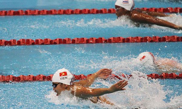 Ánh Viên thi 400m cá nhân hỗn hợp tại cung thể thao dưới nước GBK, Jakarta. Ảnh: Đức Đồng/VnExpress