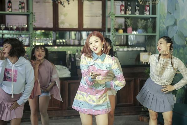 Suni Hạ Linh khoe vũ đạo trong MV mới.