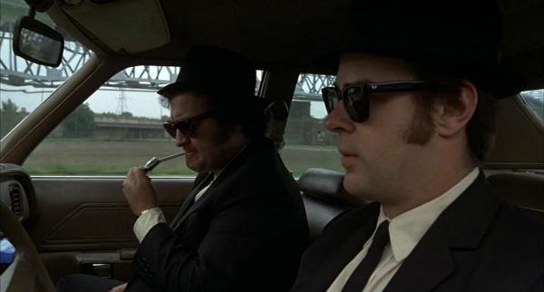 Chịu chơi như The Blues Brothers khi thuê trực thăng thả rơi ô tô trong một cảnh phim - 1