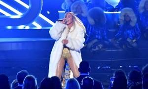 Ariana, Nicki Minaj và J. Lo thiêu đốt sàn diễn VMAs 2018