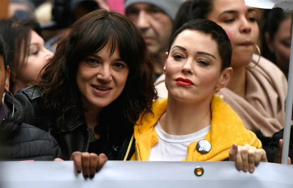 Asia Argento, Rose McGowan và nhiều nữ diễn viên tham gia phong trào phản đối nạn xâm hại tình dục tại Hollywood.