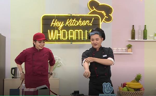 Thanh Duy đảm nhận vai trò bếp trưởng trong Hey Kitchen Who am I? số này nhưng bản thânluôn hỏi ngược lại Gil Lê.
