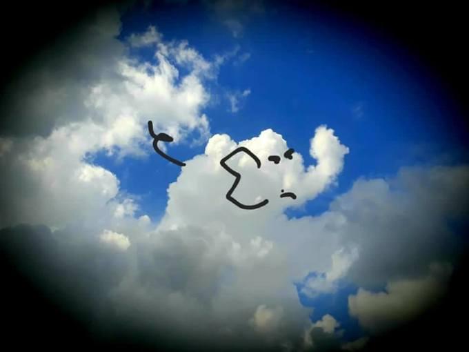 <p> Những đám mây đều được cậu vẽ thành con vật sinh động, đáng yêu như voi, gấu, lợn... 9x cho biết, mỗi bức ảnh được chụp ở những thời điểm khác nhau.</p>
