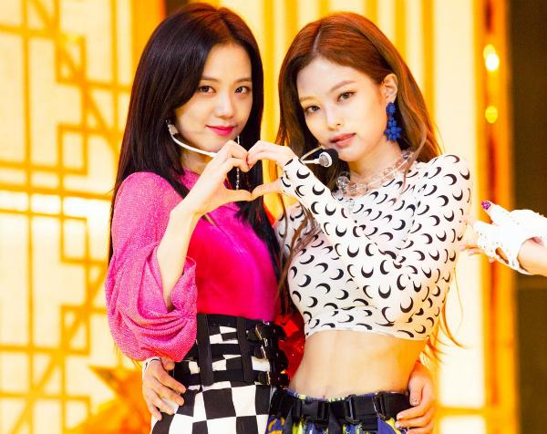 Hai cô nàng là cặp visual thân thiết như chị em ruột.