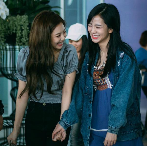 Ji Soo và Jennie (Black Pink) - bộ đôi visual đủ sức cân cả Kpop - 13