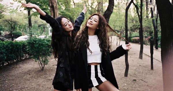 Ji Soo và Jennie (Black Pink) - bộ đôi visual đủ sức cân cả Kpop - 12