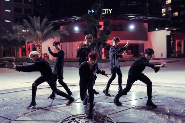Dù không tham gia diễn xuất cho MV nhưng các thành viên Toof.P, K.O, Tùng Maru và Lục Huy đã góp phần làm tăng thêm màu sắc, gia vị cho bài hát bằng những màn vũ đạo đẹp mắt.
