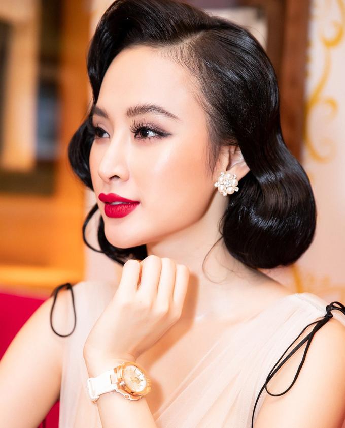 <p> Nếu chăm cạo lông mày để tạo khuôn rõ ràng, diện mạo của Angela Phương Trinh chắc chắn sẽ hoàn hảo hơn nhiều.</p>
