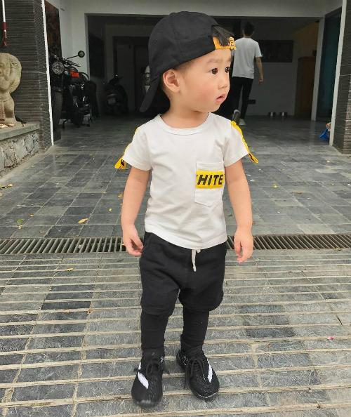 [Caption]2. Bé Xoài:Mới 2 tuổi thôi nhưng bé Xoài nhà Trang Lou - Tùng Sơn đã được bố mẹ cho ăn mặc cực phong cách.